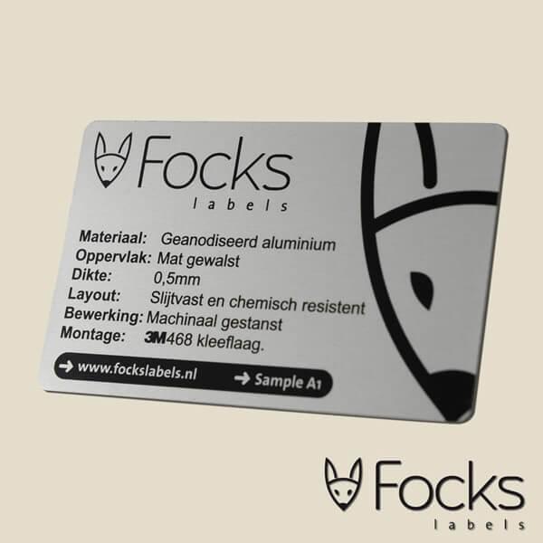 Label geanodiseerd aluminium, mat gewalst, slijtvaste en chemisch resistente bedrukking, machinaal gestanst, 3M kleeflaag