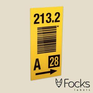 Magazijn label met wisselende barcodes en gegevens, slijtvast en in full colour bedrukt op wit AluSub aluminium.