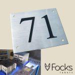 RVS304 huisnummerbord voor flatgebouw, gegraveerd en ingelakt