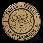 Merklabel Skills or Skulls, voor skateboards, 2mm dik zink legering gegoten, ontwerp verdiept, met antiek messing finish