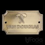 Naamplaatje Van Douglas, voor meubelen, logo gepreegd in aluminium, contour gestanst, antiek messing finish