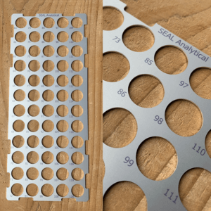 Bedieningspaneel van geanodiseerd aluminium met contour gefreesd gatenpatroon