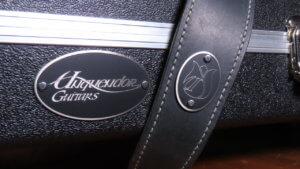 Merklabels voor Unquendor Guitars van 1,5 mm geborsteld en geëtst RVS, voor gitaarkoffer en gitaarband